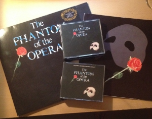 När skivan blev för välspelad blev det investeringar i CD:n. Både den svenska och engelska versionen finns i hemmet.