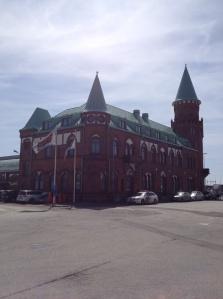 Idag parkeringsplatser. Nästa år Skånes mest moderna resecentrum. Tåget kommer!