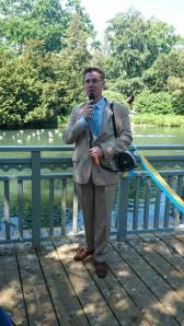 Tal under Nationaldagen, strax före återinvigningen av broarna i Stadsparken