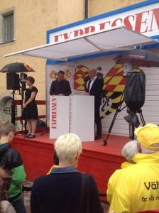 Statsminister Fredrik Reinfeldt (M) svarar på frågor under Almedalen