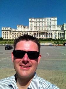 Selfie vid Parlamentpalatset i Bukarest
