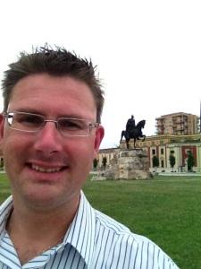 Selfie med Skanderbeg, Albaniens nationalhjälte