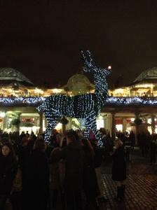 Rudolf lyser upp Covent Garden när julen kommer till London