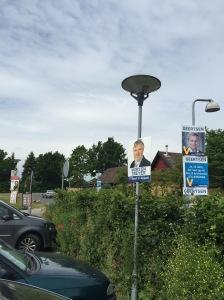 Fullt med affischer men få synliga valarbetare dagen före valet
