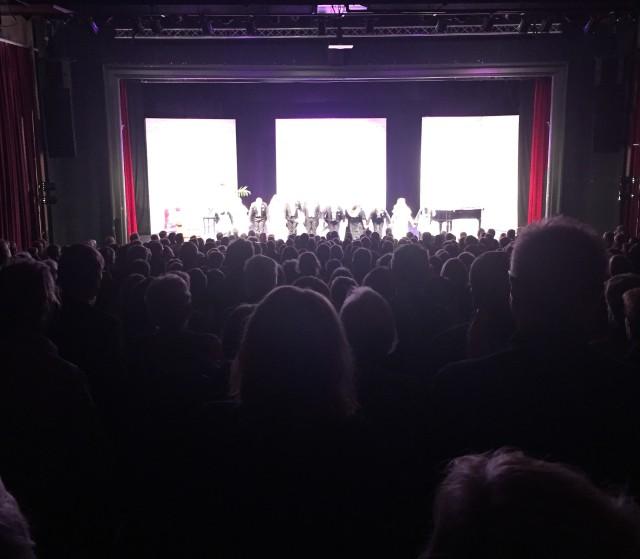 Väl förtjänta stående ovationer till ensemblen på Charley's tant