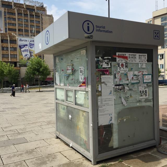 Sammanfattar servicekänslan i Pristina gentemot turister