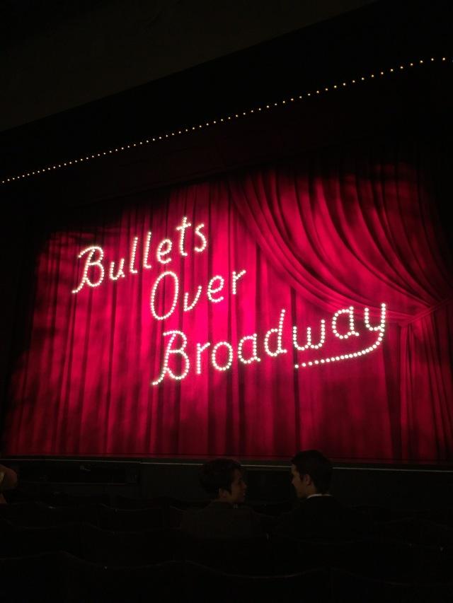 """Låt ridån gå upp för """"Bullets over Broadway"""""""