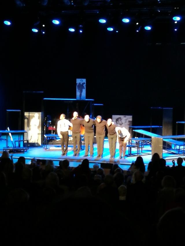 Två duktiga sång- och dansmän och fyra fantastiska musiker som underhöll i nästan två timmar