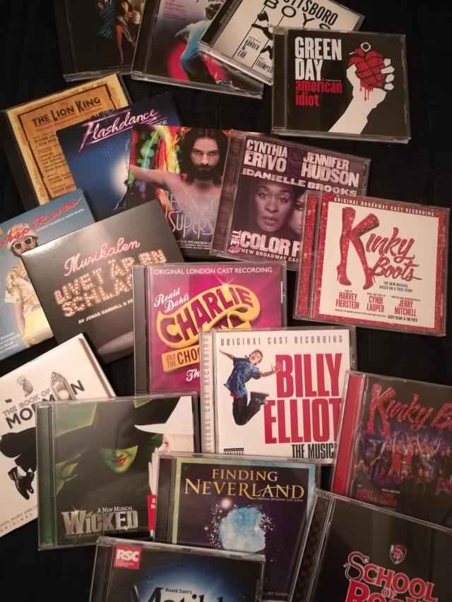 Några av de många CD-skivorna jag har från musikaler jag besökt
