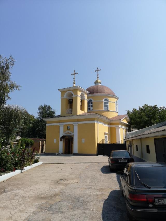 En gul kyrka