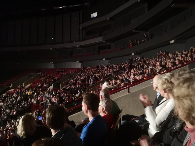 Elvis möter publiken