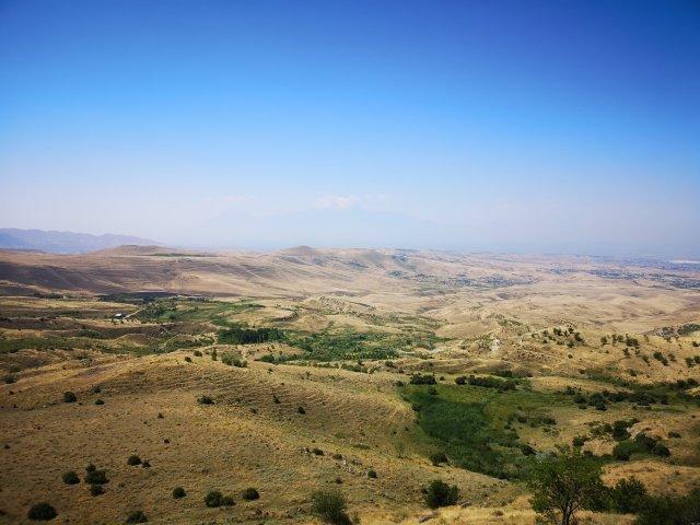 Bild över landskapet med berget Ararat I bakgrunden