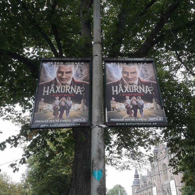 Reklamskyltar för musikalen på väg till Cirkus