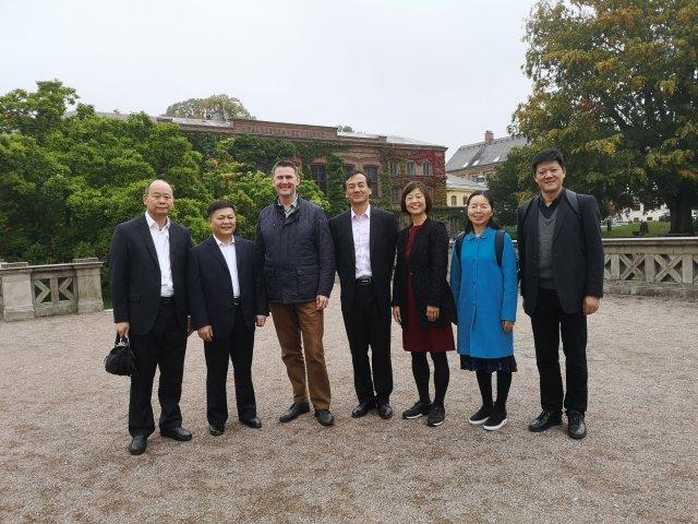 Gruppbild av besökarna från Zhejiangprovinsen