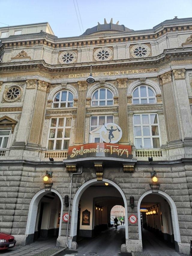 Fasaden på teatern