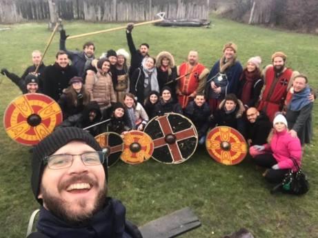 Glada rotaractare och vikingar på Trelleborgen